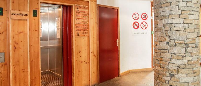 hameau-de-borsat-lift-in-residence-1.jpg
